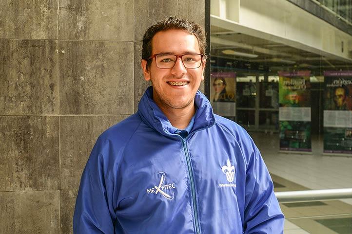 Irán Hernández, alumno de Ingeniería Eléctrica, agradeció el apoyo de las autoridades universitarias