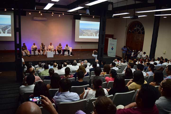Los participantes coincidieron en la relevancia del puerto de Veracruz como puerta de entrada para la cultura y el comercio