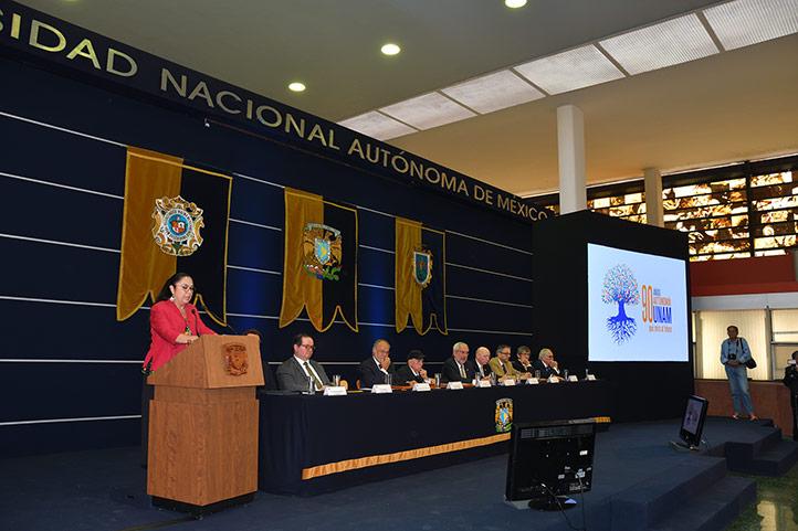 """La Rectora de la UV recibe el """"Reconocimiento Autonomía Universitaria"""", por enfrentar las arbitrariedades del poder"""