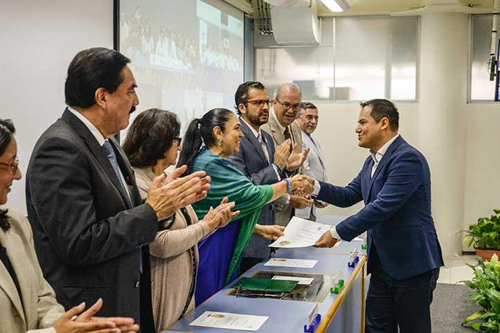 La rectora Sara Ladrón de Guevara entregó constancias de movilidad virtual a académicos y estudiantes del curso VIC