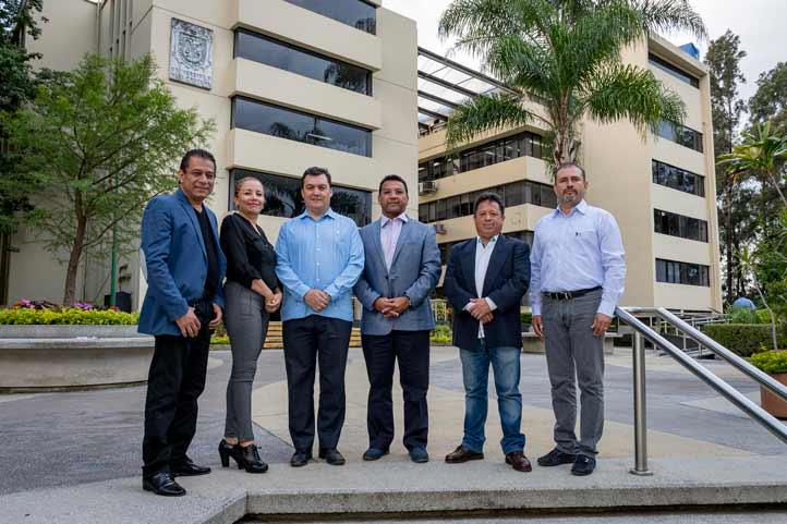 Integrantes del Comité Organizador del ICEV en compañía de Eduardo Gasca y Arturo Bocardo