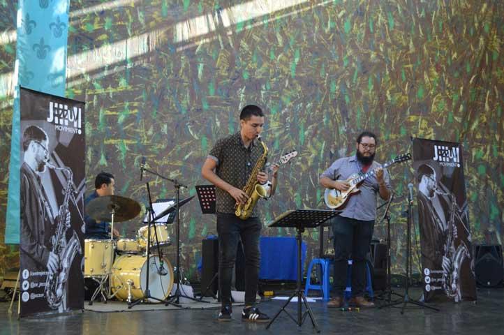 Se presentaron grupos musicales, como Jazz Quartet del Centro JazzUV