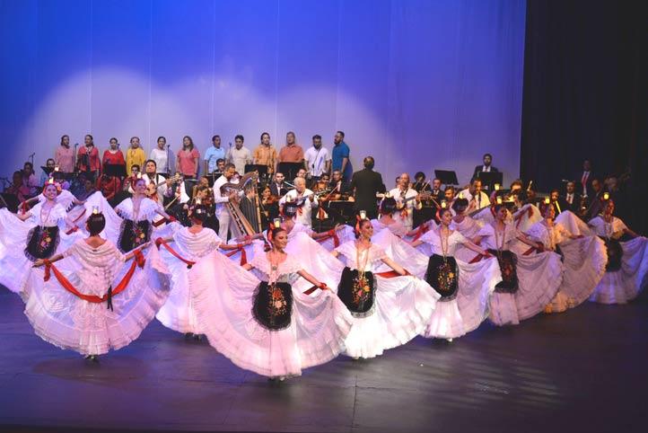 El Ballet Folklórico, el Coro UV, Tlen Huicani, la OUMP y el Ballet Folklórico compartieron escenario