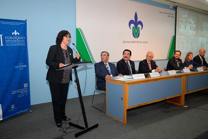 Magdalena Hernández Alarcón inauguró el I Coloquio Saberes Emergentes, Innovación Educativa y Calidad en la Educación Superior