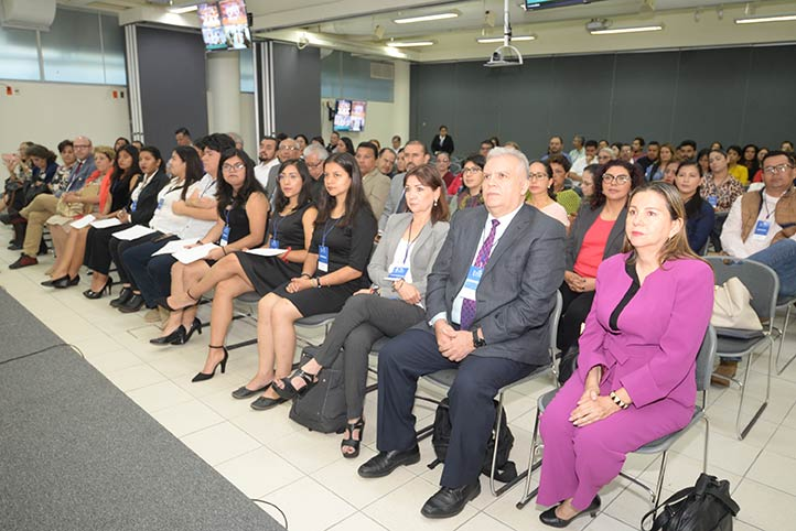 Académicos e investigadores de diversas instituciones de educación superior participan en el evento que se desarrolla en la USBI