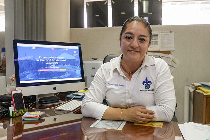 Verónica Ruiz Corzo, coordinadora del Centro de Autoacceso de la USBI Xalapa