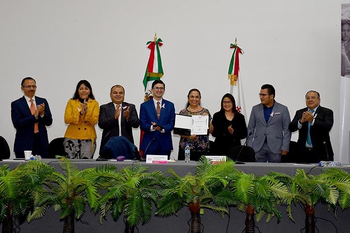 La Rectora estuvo acompañada de los consejeros electorales del OPLE Veracruz