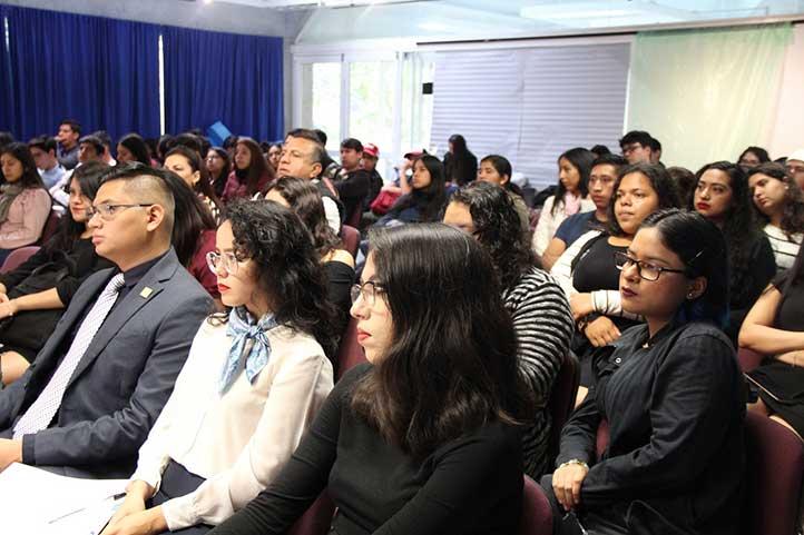 La conferencia congregó a un importante número de estudiantes