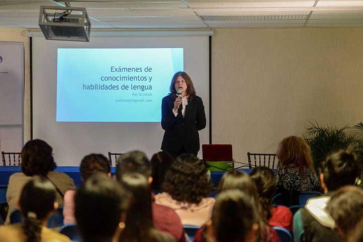 """Patricia Grounds expuso el tema """"Exámenes de conocimientos y habilidades de lengua"""""""