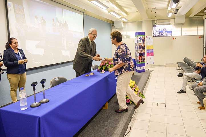 Durante la ceremonia de clausura se reconoció a los maestros fundadores del CAA de Xalapa
