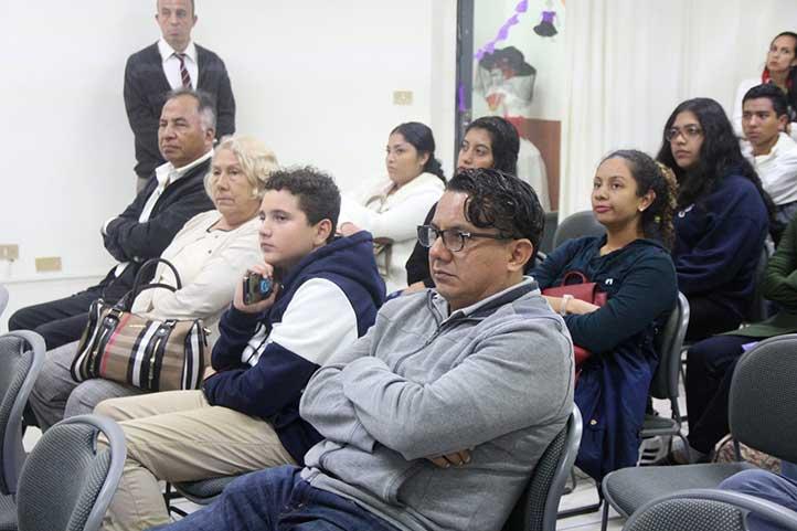Público de todas las edades atendió la conferencia