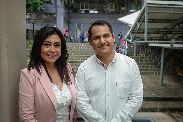 Noemi Uehara y Arturo Velázquez, directora y docente de la Facultad de Arquitectura, respectivamente