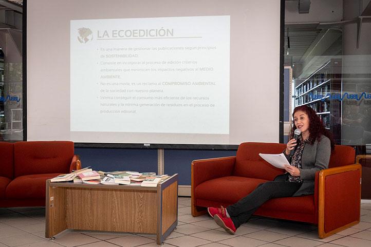 """Aída Pozos impartió la conferencia """"La ecoedición: reciclar, reducir, reinventar"""""""