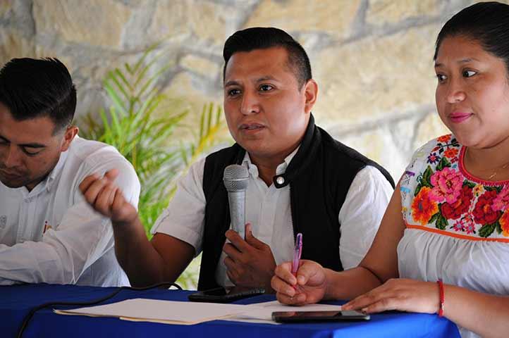 Eladio Cruz Martínez abordó las problemáticas de traducción, así como la necesidad de neologismos