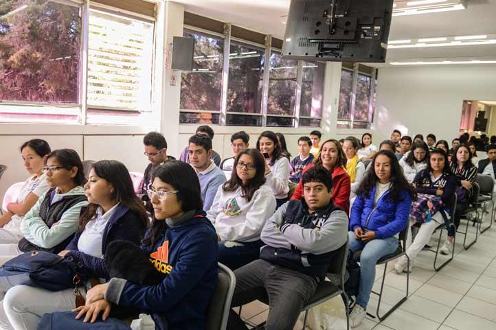 Con motivo del Día del Químico, estudiantes participaron en actividades académicas