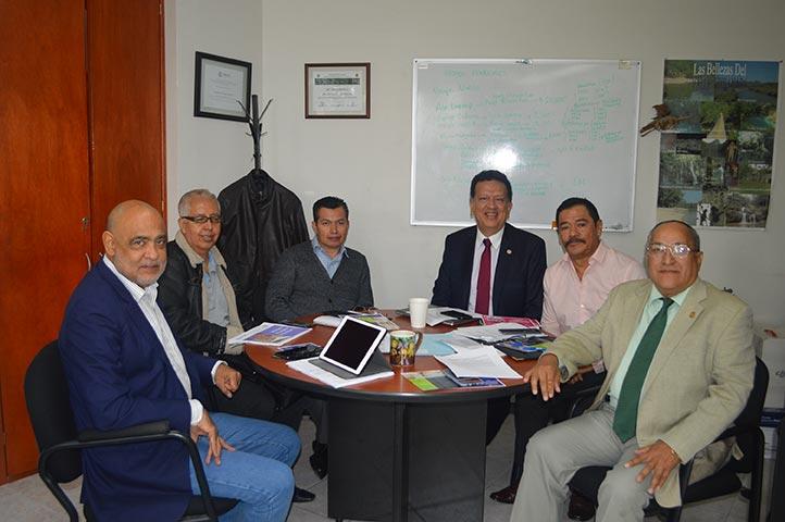 Domingo Canales, José Luis Castillo, Horacio Reyes, Mario Caba y Pedro Gutiérrez en reunión de trabajo sobre la EE Lactancia Materna