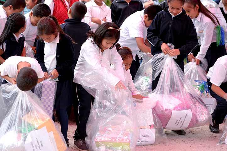 Además de juguetes, los niños recibirán zapatos y ropa de frío