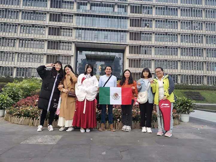 """""""El estar en China es una bendición, una sonrisa de la vida"""""""