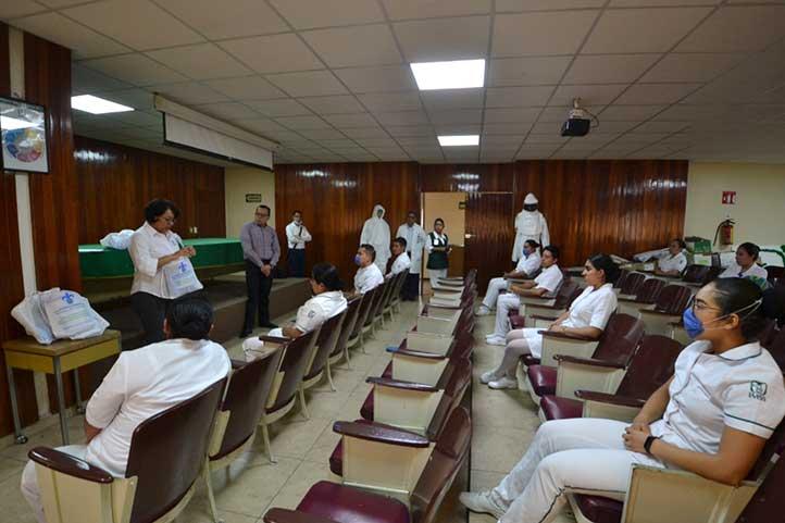Estudiantes en servicio social en el Hospital General de Orizaba