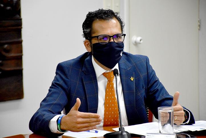 """El secretario de Administración y Finanzas, Salvador Tapia Spinoso, dijo: """"Hemos logrado muy buenos resultados en la forma en que reorganizamos nuestro trabajo"""""""