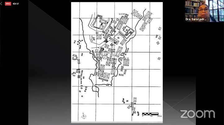 La rectora Sara Ladrón de Guevara habló sobre la estructura urbanística de El Tajín y cómo ésta refleja la cosmovisión de sus habitantes