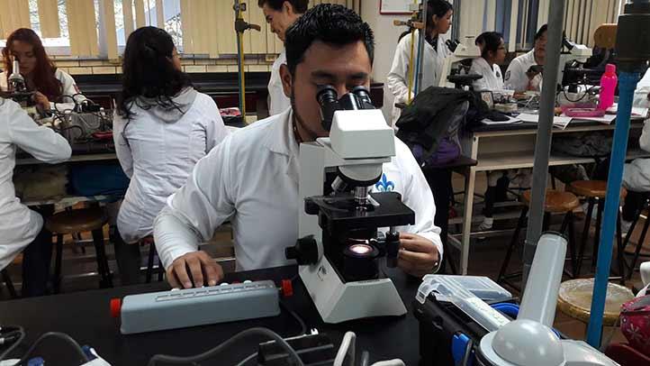 En el laboratorio del INER, Mauricio adquirió mucha experiencia y conocimientos