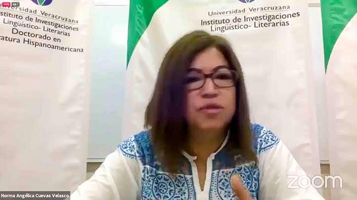 Norma Angélica Cuevas dio la bienvenida a la ponente y a los asistentes
