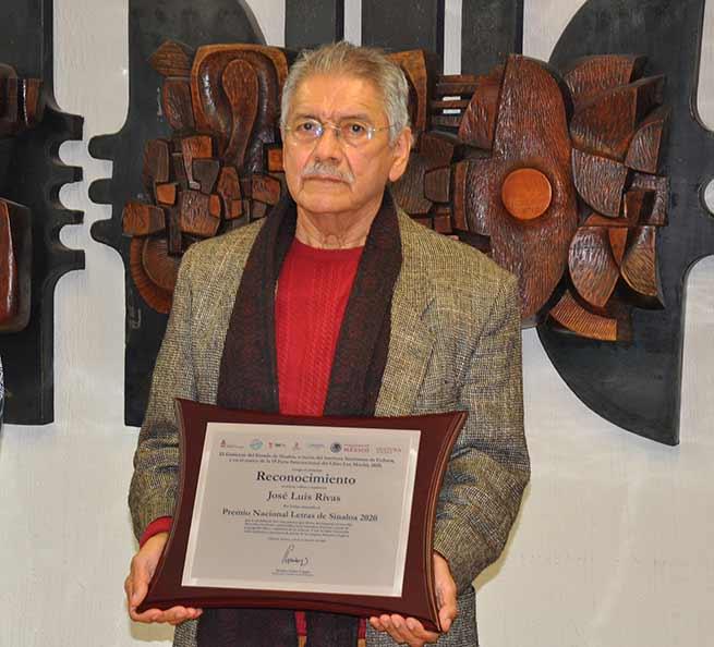 José Luis Rivas, poeta, traductor e investigador adscrito al IIL-L, agradeció la distinción realizada por instituciones del estado de Sinaloa