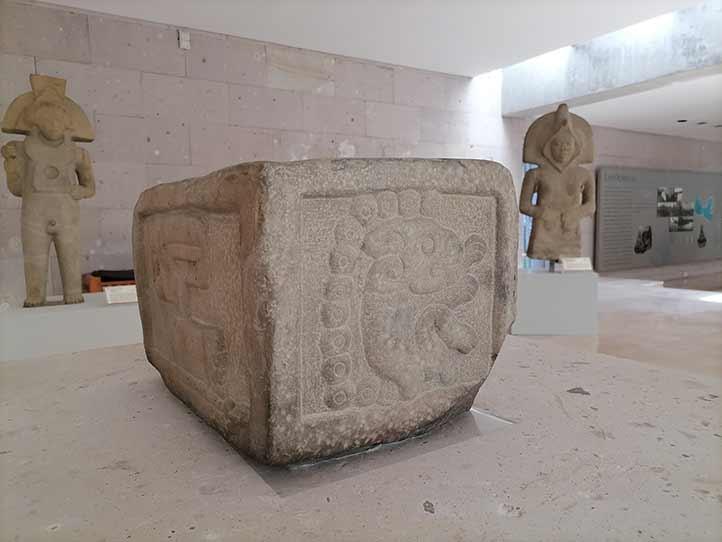 Monumento cuadrangular, procedente de Castillo de Teayo