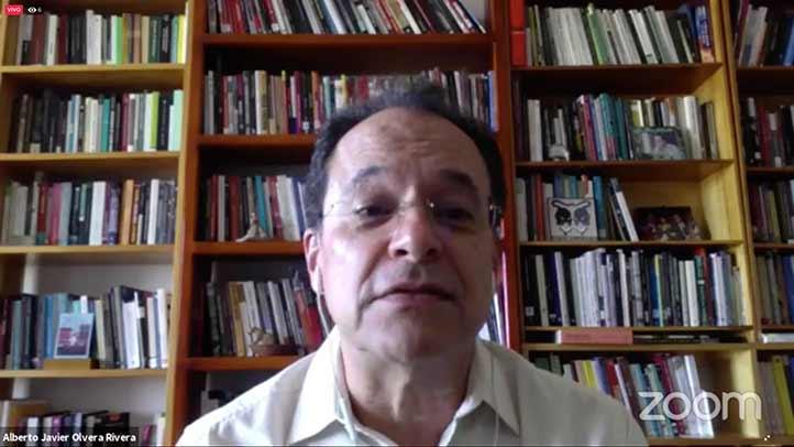 Alberto Olvera, investigador del IIH-S, moderó la conferencia