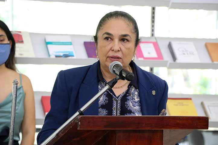 La rectora Sara Ladrón de Guevara