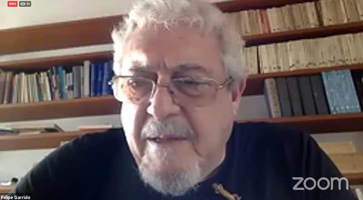 El escritor Felipe Garrido dio lectura a tres cuentos cortos, durante su participación en la jornada funeraria del CECC