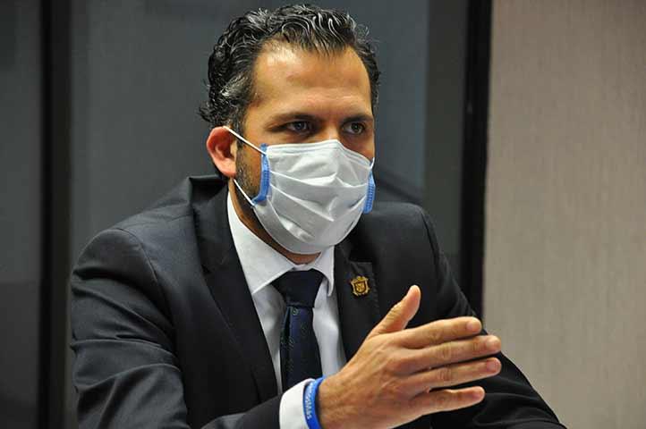 Por la UV, el titular de la SAF, Salvador Tapia Spinoso, encabezó las reuniones en las regiones universitarias