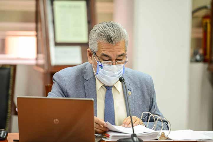Alberto Islas Reyes presentó los Acuerdos de la Rectora y las Comisiones Permanentes