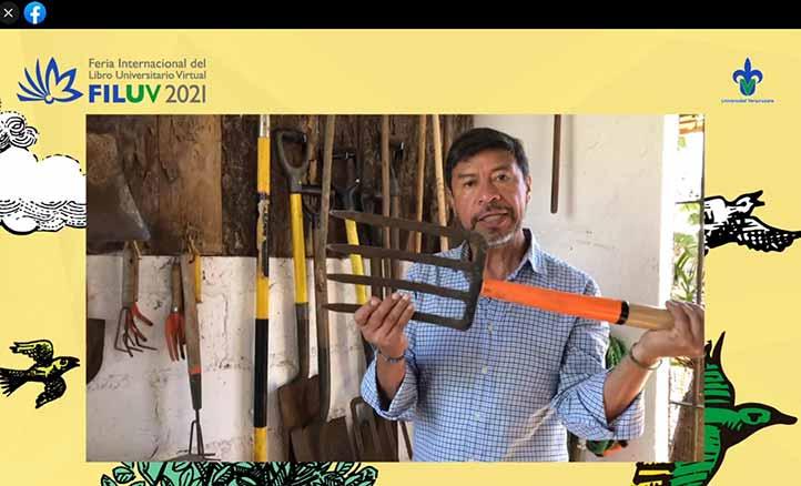 Miguel Escalona enfatizó en la importancia de mantener limpias las herramientas con las que se trabaja el huerto
