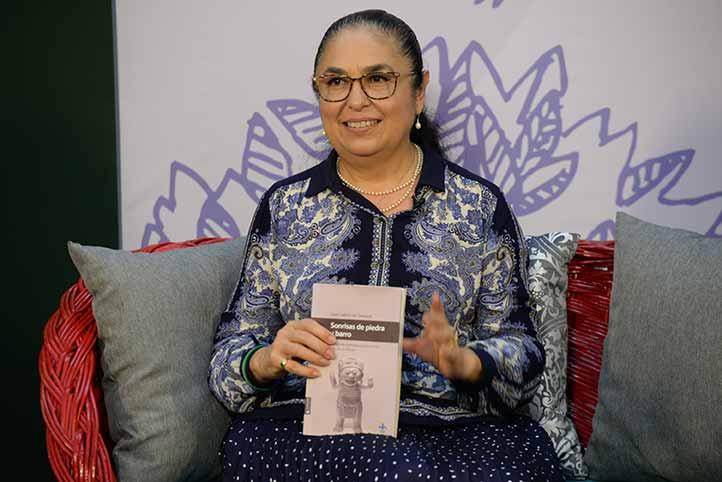 Sara Ladrón de Guevara dijo que en el libro se reflexiona sobre las mujeres de la época precolombina a través de una revisión iconográfica