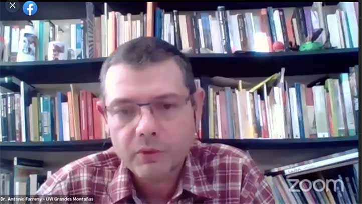Antonio Farreny, académico de la UVI Grandes Montañas, compartió las preguntas del público