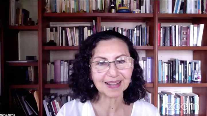 Olivia Jarvio, coordinadora de la Especialización en Promoción de la Lectura, impartió la conferencia inaugural