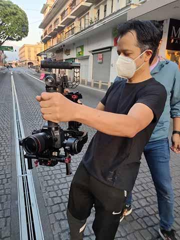 El guionista y director, al pendiente de cada detalle de la filmación