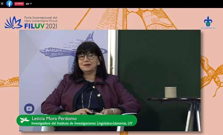 Leticia Mora Perdomo acompañó al autor en la presentación