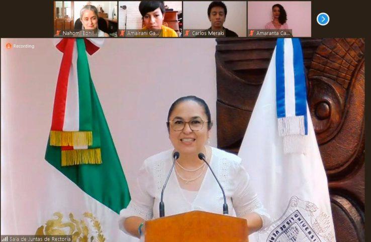 La rectora Sara Ladrón de Guevara felicitó a los estudiantes por la iniciativa escénica presentada