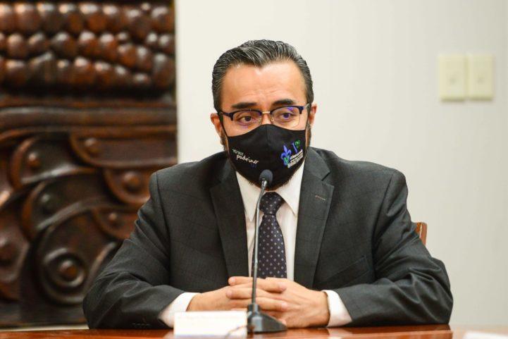 Miguel Flores Covarrubias, titular de la Dirección General del Área Académica de Artes, dijo sentirse conmovido por el trabajo de los jóvenes