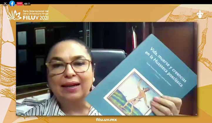 Sara Ladrón de Guevara presentó y comentó el libro
