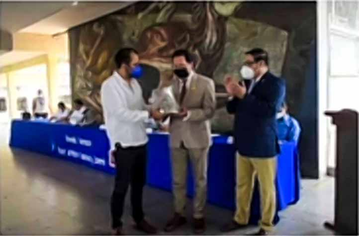 "La AMEFMVZ entregó la Medalla ""Quetzalcóatl"" al Mérito Académico a Juan de Jesús Taylor Preciado, de la Universidad de Guadalajara"