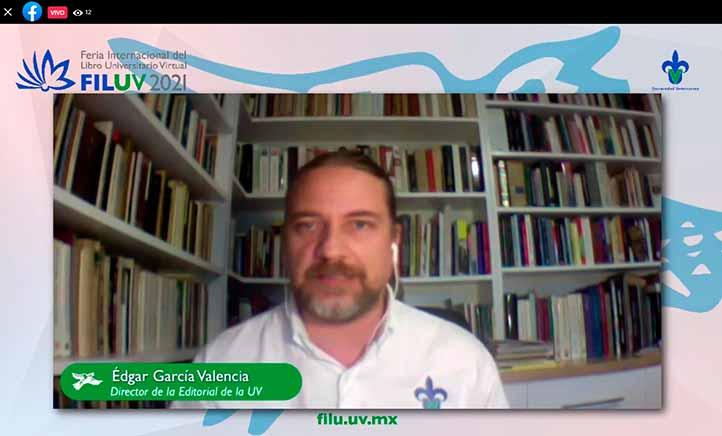 Edgar García moderó la mesa donde se presentaron los catálogos editoriales