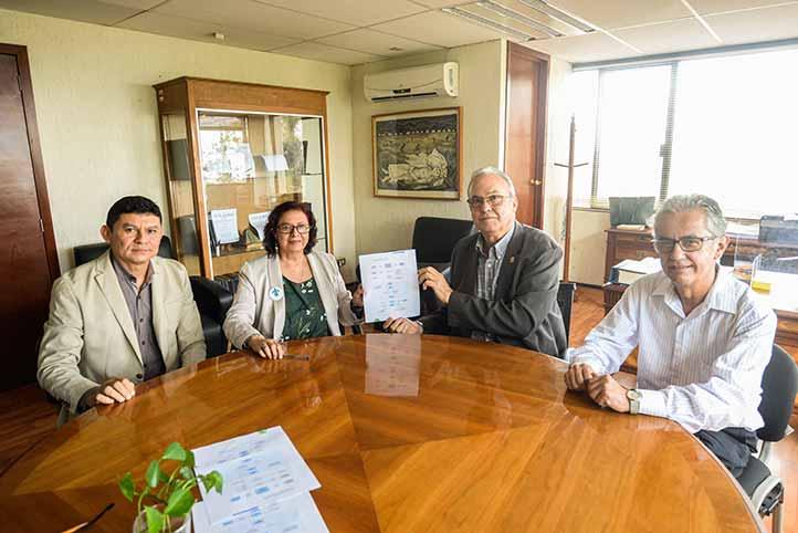 En la reunión, explicaron los detalles Víctor León, director de Asuntos Jurídicos, y Ángel Fernández, coordinador de Cooperación Académica