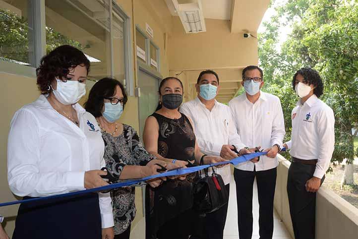 La Rectora encabezó el corte de listón de la inauguración del Laboratorio de Biotecnología