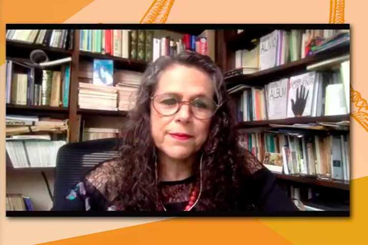 Silvia Eugenia Castillero comentó que es un recuento de vida y obra del poeta argentino