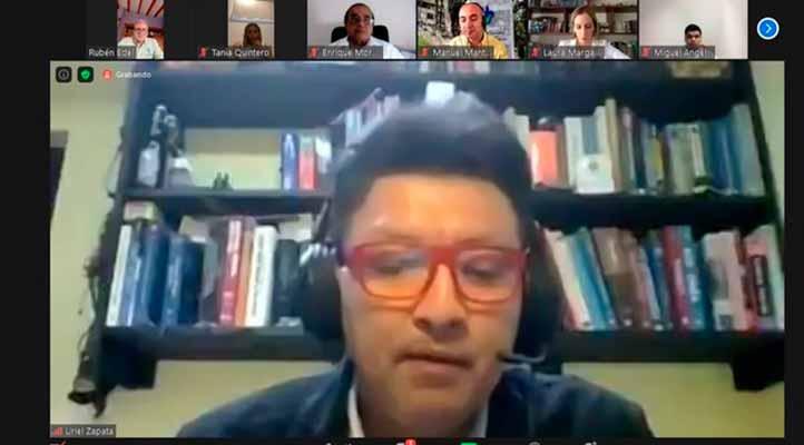 El académico Uriel Zapata destacó que la UV es la primera universidad que los capacita en materia de educación virtual