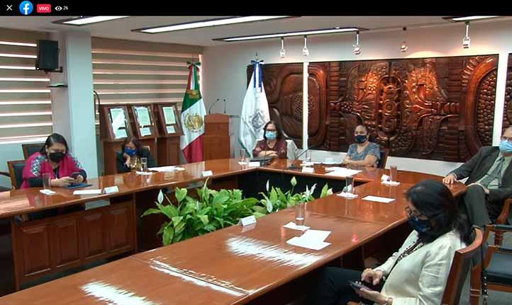 Las autoridades universitarias siguieron la conferencia desde la Sala de Rectoría